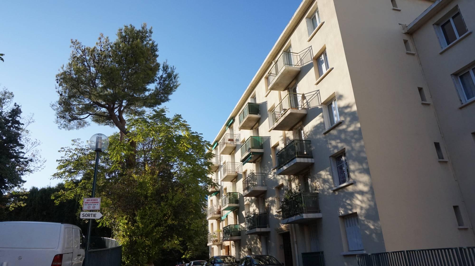 Appartement t2 à louer les Chartreux 13004 Marseille cave et stationnement