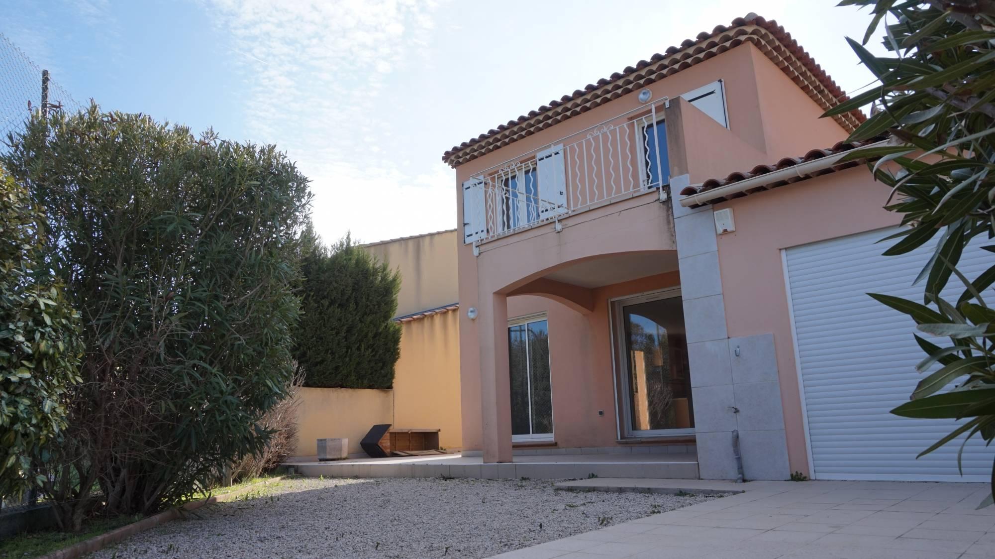 A vendre Plan de cuques 13380 Proximité coeur du village Maison type 4 de 81 m² avec garage et annexes