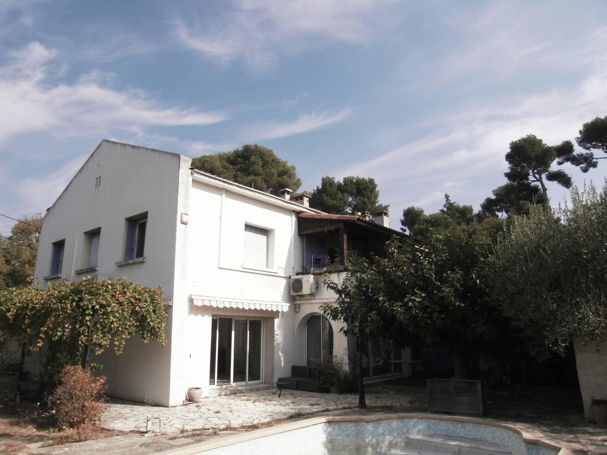 A vendre Secteur résidentiel de la Rose T3 situé en rez de chaussée d'une villa avec piscine et jardin privatif