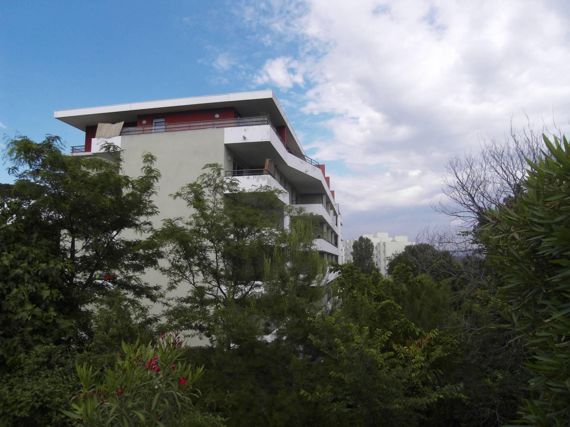 A la location 13011 La pomme Appartement type 4 de 85 m² avec terrasses