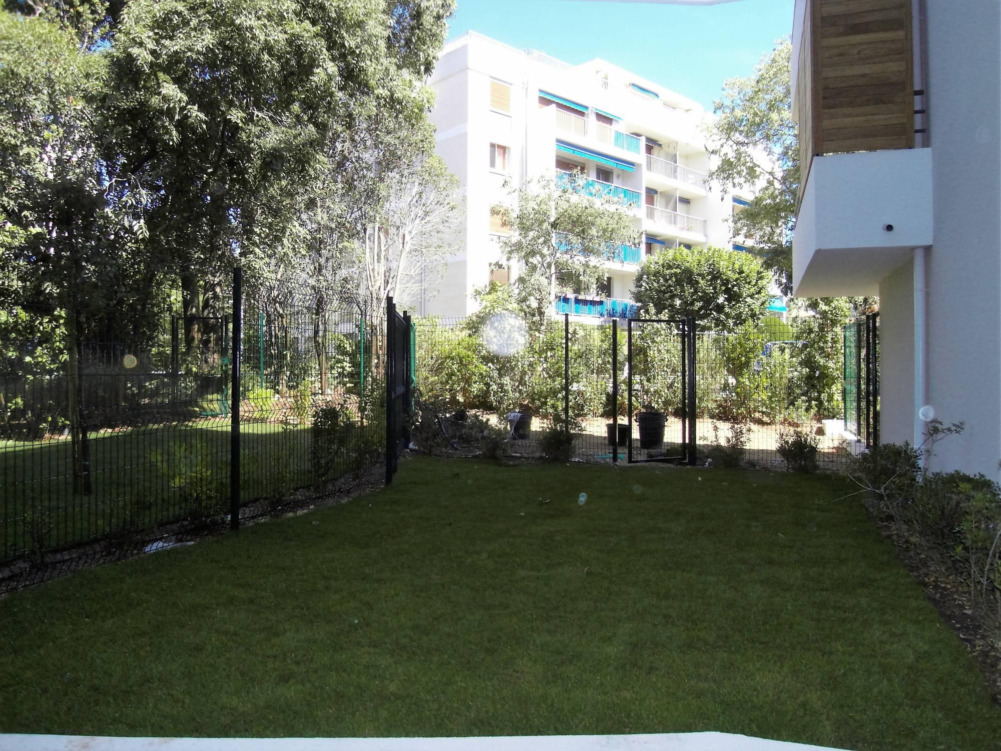 A la location Cabot T1 28 m²  en rez de jardin avec terrasse et jardin