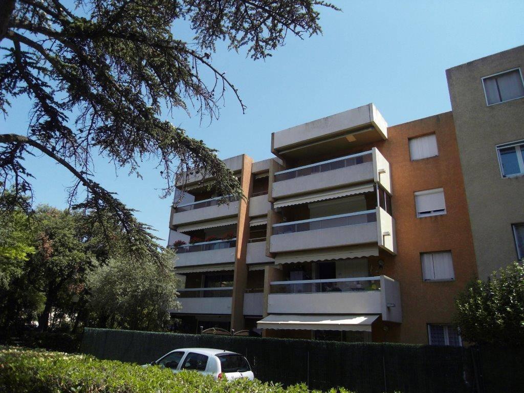 A la location Saint Julien 13012 Marseille Appartement T3 68 m² avec terrasse