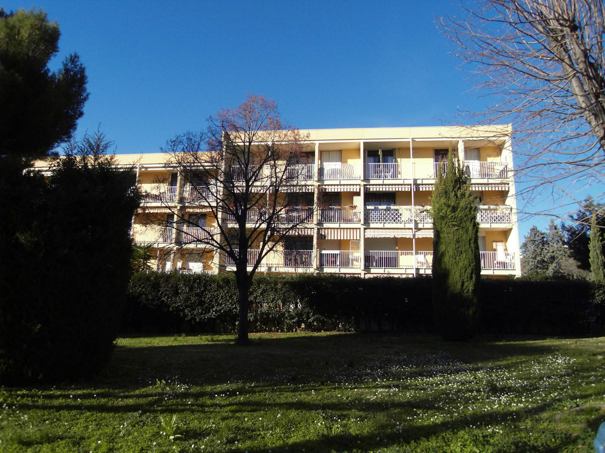 A louer Fourragère 13012 Appartement 2 pièces en rez de jardin
