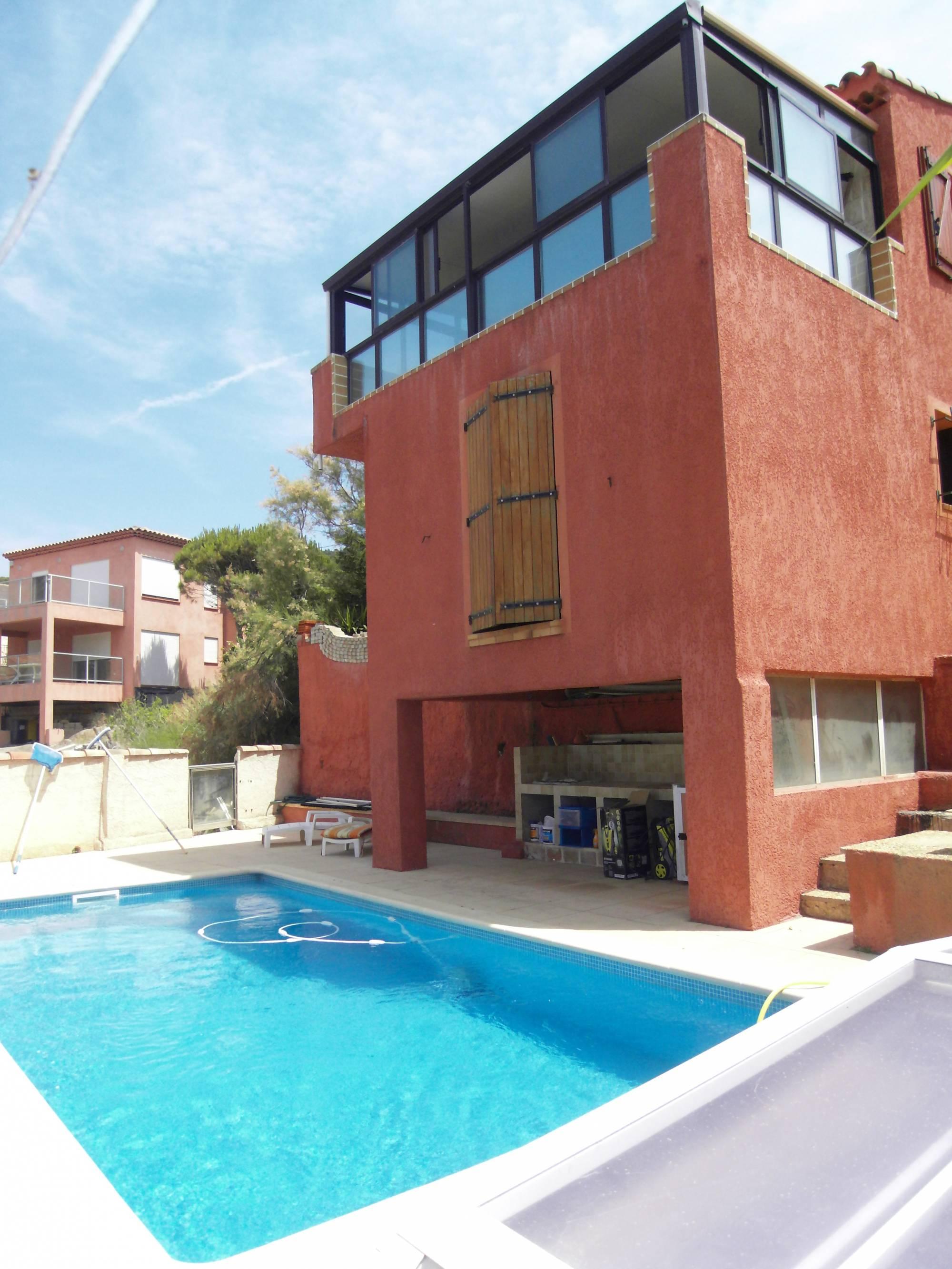 963894a40f2608 A vendre maison avec piscine bord de mer Marseille 13008 ...